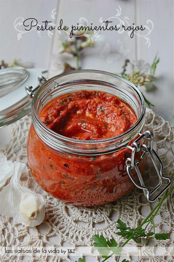 Pesto de pimientos rojos asados http://www.lassalsasdelavida.com/2013/02/pesto-de-pimientos-rojos-asados.html