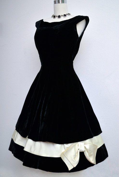 Vestido de terciopelo negro Vintage años 50 / / por VintageDevotion: