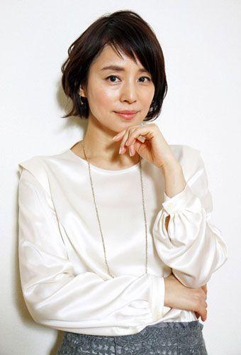アシンメトリーな前髪の石田ゆり子