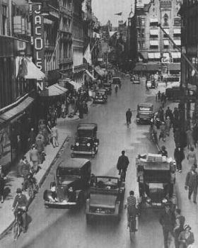 Copenhague antes da intervenção : Pedestres e carros se misturam. Rua Pedonal em 1935