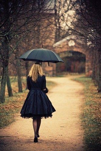 umbrellas in the rain | Sad Girl In The Rain With Umbrella ...