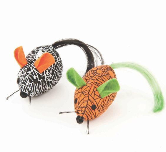 Festive #MarthaStewartPets 2-pack Printed Mice - get your cat in the Halloween spirit! #petsmart