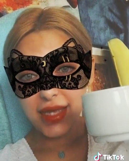 Mai Helmy مي حلمي On Instagram الليله بليل نمشي شارع النيل مي حلمي بتاعت الرادي Instagram Halloween Face Makeup Face Makeup