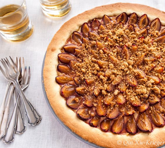 Plum wine tart with Almond Crumbles: For all of the plum wine enthusiasts! Now you can also eat your favorite drink!