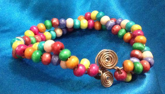 Doble pulsera multicolor y cobre 200,00 Bs