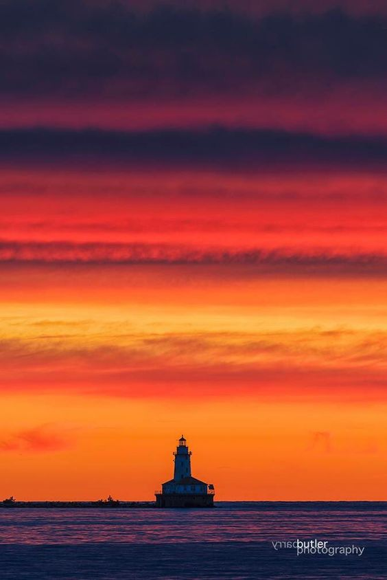 "Barry Butler on Twitter: ""Layers on Sunrise. Chicago Saturday #lighthouse #weather #LakeMichigan https://t.co/m99ohBBu1P"""