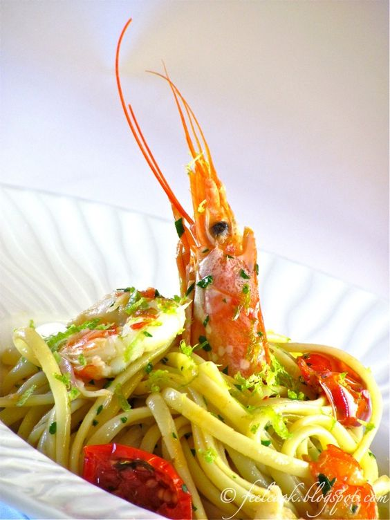 Linguine con gamberi, pomodorini confit e lime / Linguine with prawns, confit tomatoes and lime