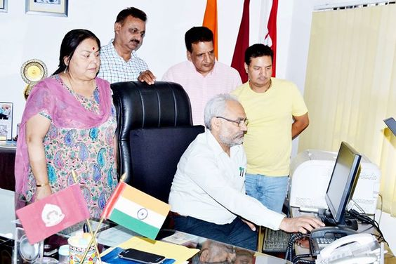 Prof R D Sharma launching website for JU Entrance Test-2016 on Tuesday.
