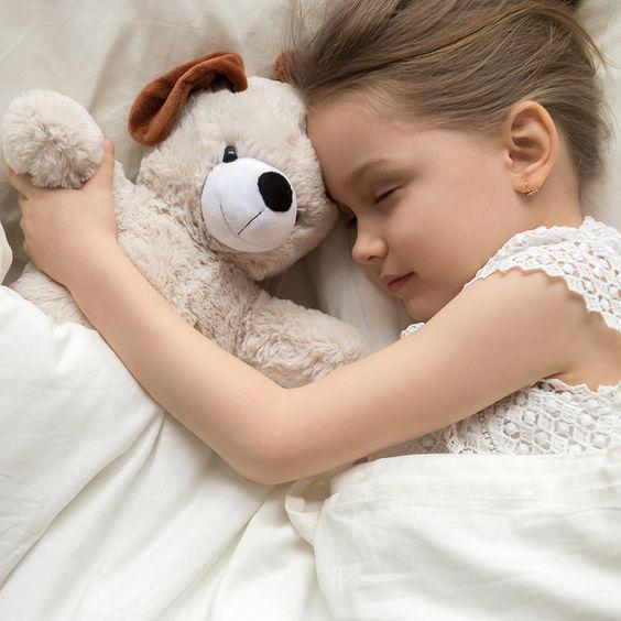 Découvrez nos conseils et astuces afin de rendre ce moment agréable pour toute la famille. #sommeil #enfant #conseils