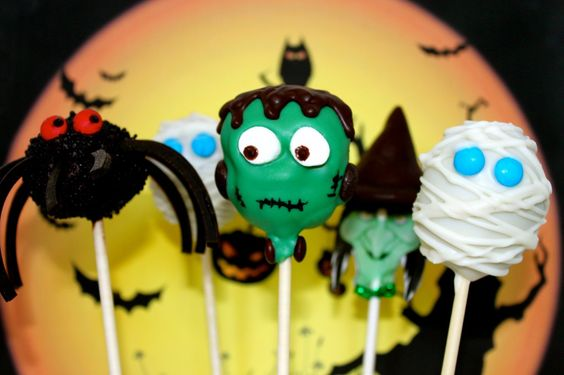 How to Make Spooky Halloween Mummy Cake Pops • CakeJournal.com