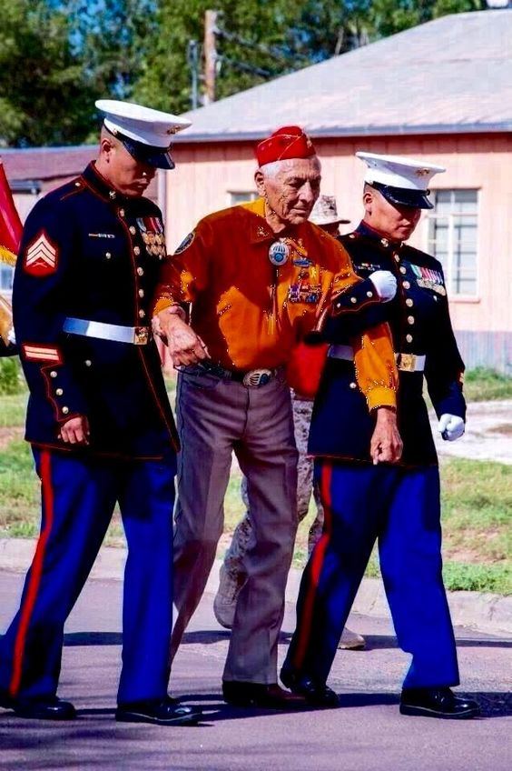 Roy Hawthorne Navajo Code Talker USMC walked 2 mile parade route. 2 Navajo Marines helping him w/the last 1/2 mile