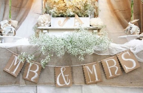Wedding party table ahhhhhhhh babies breath!!! In love!:
