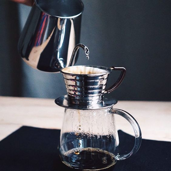 Used by top specialty cafes around the world and in professional coffee-making competitions the Kalita Wave gives you a balanced and consistent extractions.  Get your at www.kurasu.me  Kettle / Takahiro Shizuku Server / Torch Pitchii