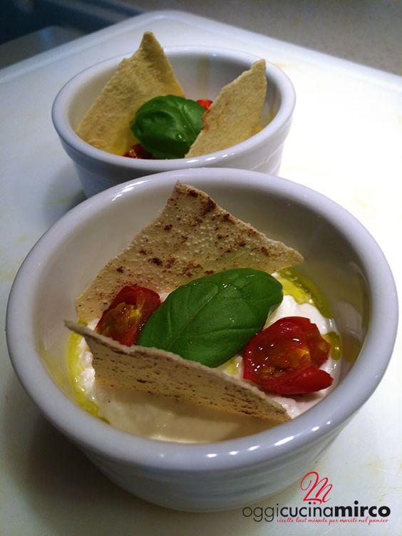 Crema di burrata con pomodorini e pane carasau