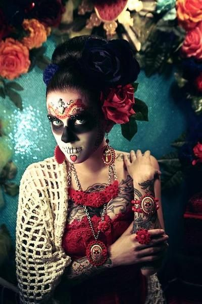Sugar Skull ideas for Halloween/Day of the Dead...gorgeous