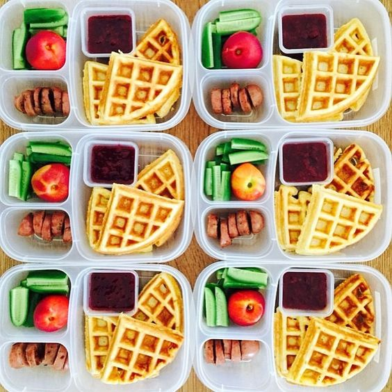 What's better than waffles for breakfast? Waffles for lunch! Add homemade jam for dipping + some sliced sausage for a protein boost. Way to #RockTheLunchBox, @farmtolunchbox!
