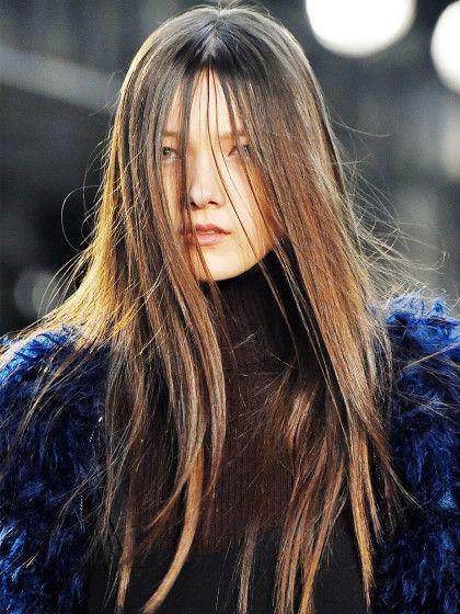 Haare dauerhaft glätten mit Keratin: So funktioniert's ✓ Tipps & Tricks ✓ Vor- und Nachteile ✓ Glattes, glänzendes Haar ✓ – Alle Infos jetzt hier finden »