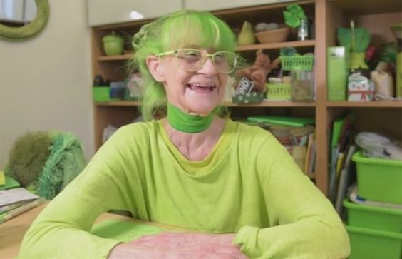 Há 20 anos ela só usa/tem coisas verdes! Elisabeth Sweetheart, conhecida como The Green Lady - NY;