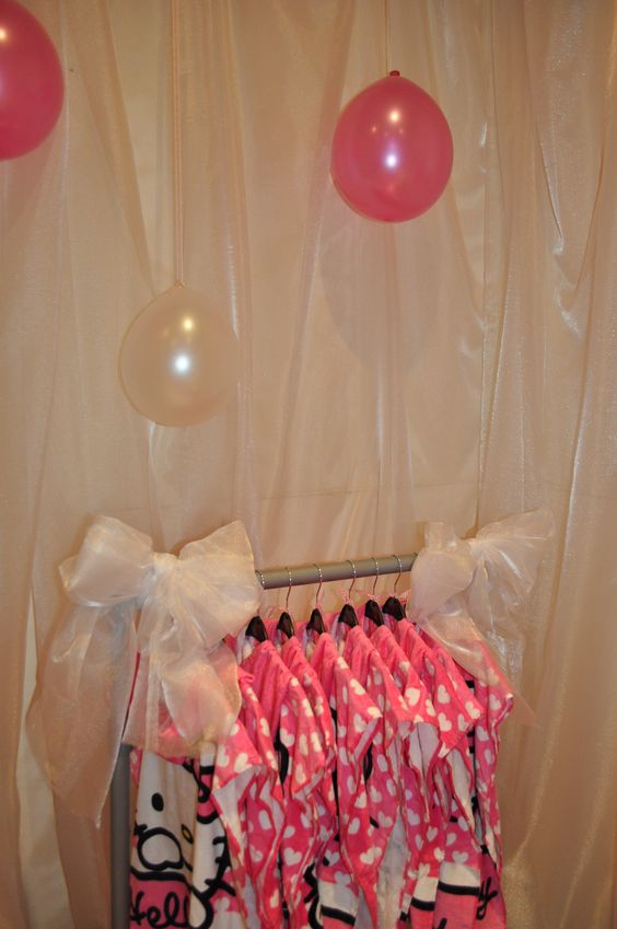 Easy for the birthday girl and her BFF's to find their poncho on this fab portable rail from ebay