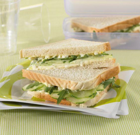 Rezept für Gurken-Sandwich bei Essen und Trinken. Ein Rezept für 4 Personen. Und weitere Rezepte in den Kategorien Brot / Brötchen / Toast, Eier, Gemüse, Hauptspeise, Party, Brunch / Frühstück, Kinderrezepte, Fingerfood / Snack, Sandwiches/Brote, Kochen.