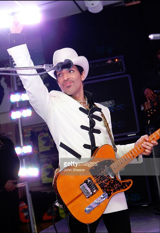 Prince at an in-store performance in 2006 at Tower Records in West Hollywood promoting the release of 3121