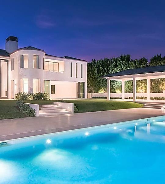 Kim Kardashian Kanye West Unload Remodeled Bel Air Mcmansion For 17 8m Kim House Jenner House Kardashian Home