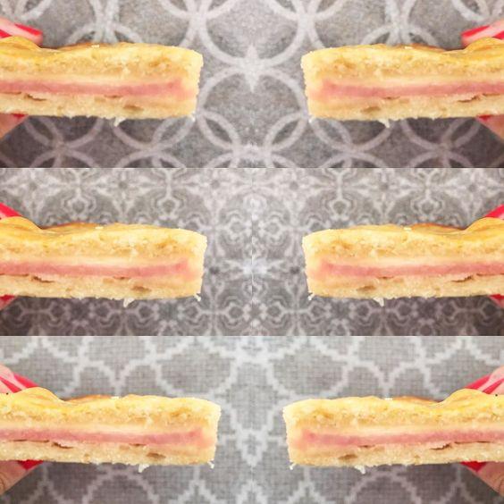 Empezar así un #miercoles no esta nada mal  Buenos días!!  #breakfast #morningslikethese #wednesday #almuerzo #jamonyqueso #FoodiesTiles by anacocinitas