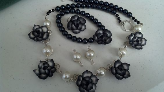 Black and white wire wrapped set