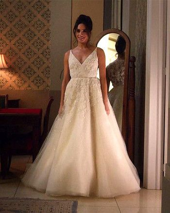 Meghan Markle Is Going To Be A Bride Meghan Markle Wedding Dress Wedding Dress Suit Famous Wedding Dress Designers