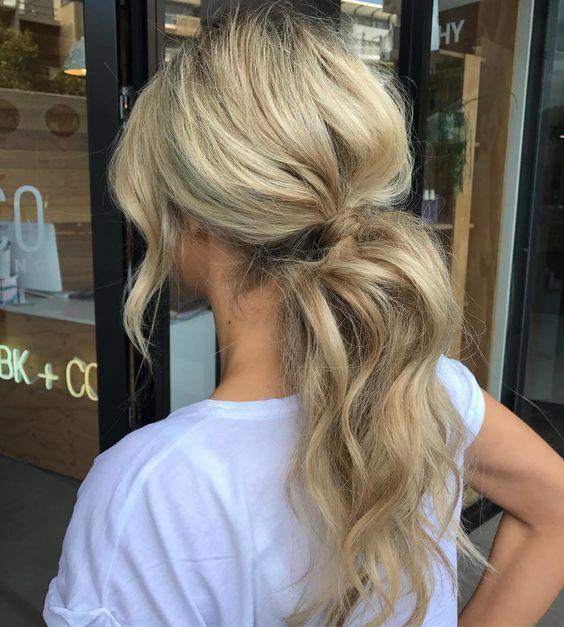 24 Pomysly I Inspiracje Na Kucyk Idealna Fryzura Do Szkoly Pracy I Na Uczelnie Messy Ponytail Hairstyles Hair Styles Wavy Ponytail