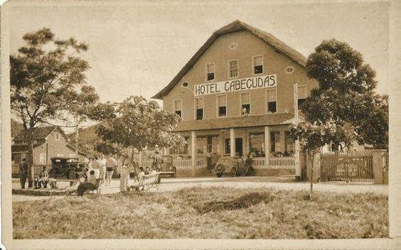 HOTEL CABEÇUDAS ANOS 40. Hoje totalmente reformulado funciona a Petiscaria Cabeçudas. Fonte: CLUBE DOS ENTAS ITAJAI: Setembro 2013