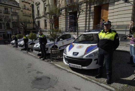 Los sindicatos exigen al alcalde que aclare la situación de los vehículos policiales