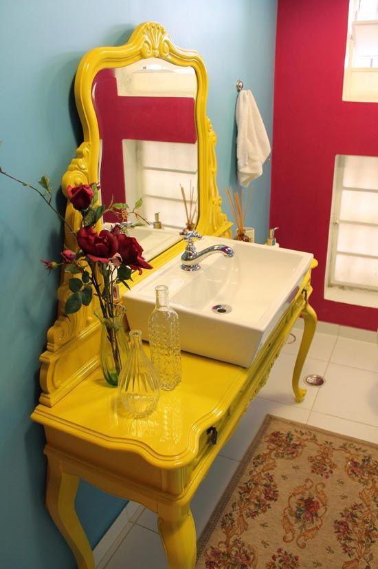 Banheiros com móveis antigos: