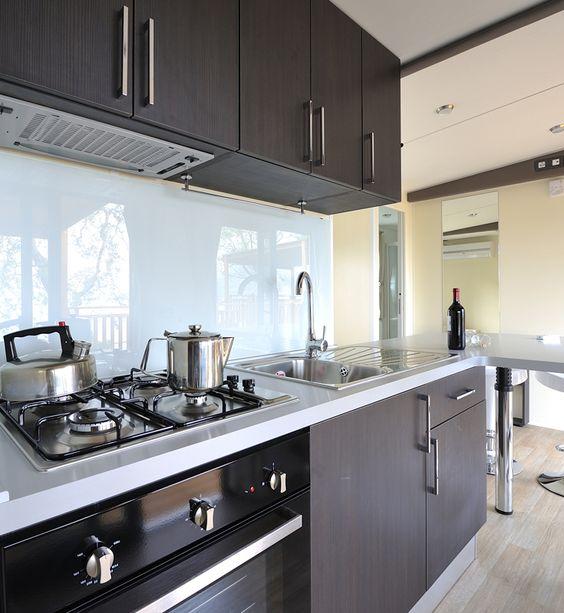 kochen wie zu hause in der modernen küche des moda mobilheims, Hause ideen