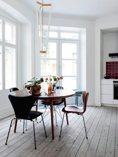 Spisebord er fra Københavns Møbelsnedkeri. Stolene er vintage ...