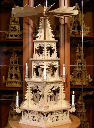 Weihnachtspyramiden aus dem Erzgebirge.  Repinned by www.mygrowingtraditions.com