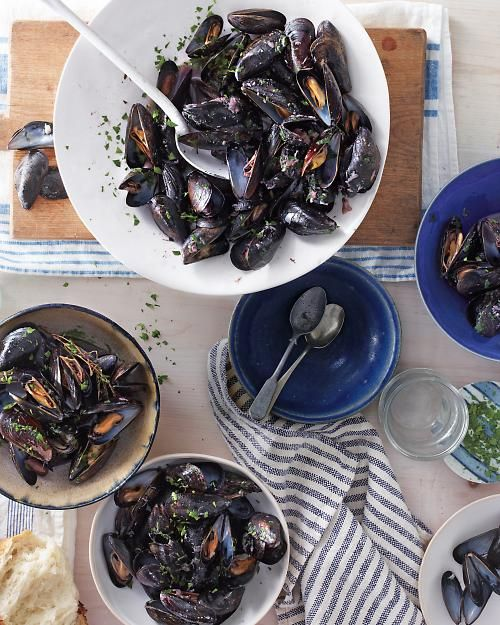 Mussels with Red Wine and Roasted Garlic