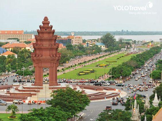 Tượng đài độc lập Phnom Penh nằm ở quảng trường lớn