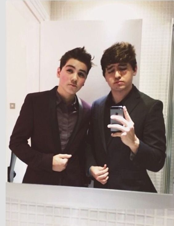 omg i cant omg their in suits omg i just died and got pregnant at the same time