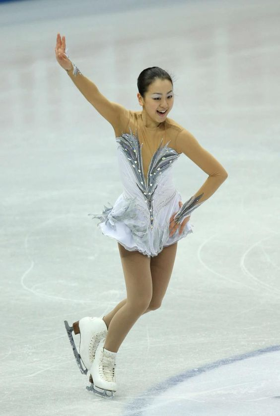 華麗な演技を見せた浅田真央(2012年12月8日) (800×1185) http://www.nikkansports.com/sports/figure/asada-mao/photo/article/1517828.html
