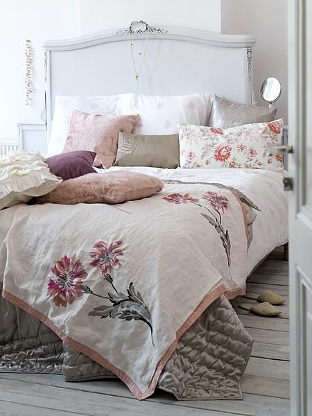 Love the bed linen n white headboard #Home #Decor