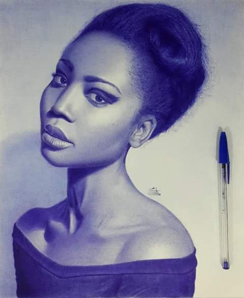 Dibujo de una chica africana, realizado con boligrafo azul por Mostafa Mosad. Facebook: Mostafa Mosad Khodeir's Gallery.
