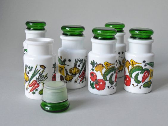 Vintage pyrex West German spice container set by LeKosmosBerlin, €42.00