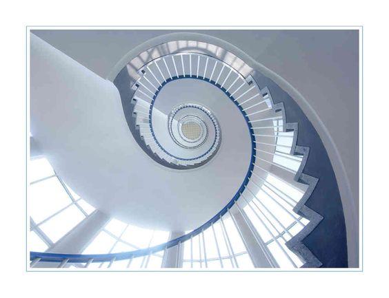 Alle Hindernisse und Schwierigkeiten sind Stufen, auf denen wir in die Höhe steigen.  -Friedrich Nietzsche-