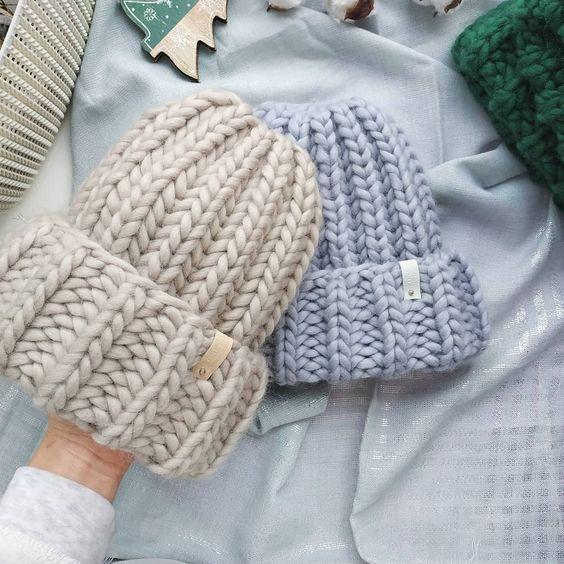 шапка из перуанской шерсти, вязаная шапка, вязаные шапки, серая шапка, бежевая шапка, knitting, knit flatlay, перуанская шерсть, knit, knat hat, knitting inspiration, шапка крупной вязки, шапка из толстой пряжи, gray hat, beige hat, taupe hat, шапка английской резинкой, woolandmania