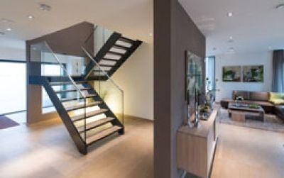 wangentreppe 7 0 von spitzbart treppen treppe designtreppe glasgel nder gek nder aus glas. Black Bedroom Furniture Sets. Home Design Ideas