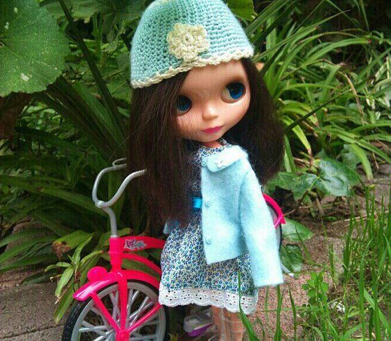 Sky-blue Blythe hat by Sally