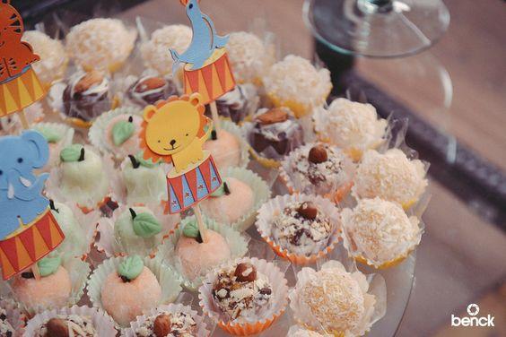 Tema para festa de aniversário: Circo vintage - Crescer   Crescer 20 anos