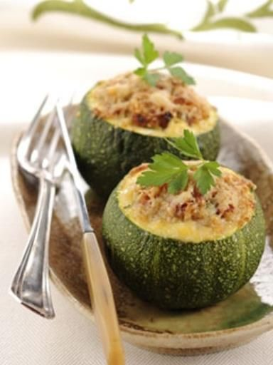 Courgettes farcies au thon, au quinoa et aux noix de cajou