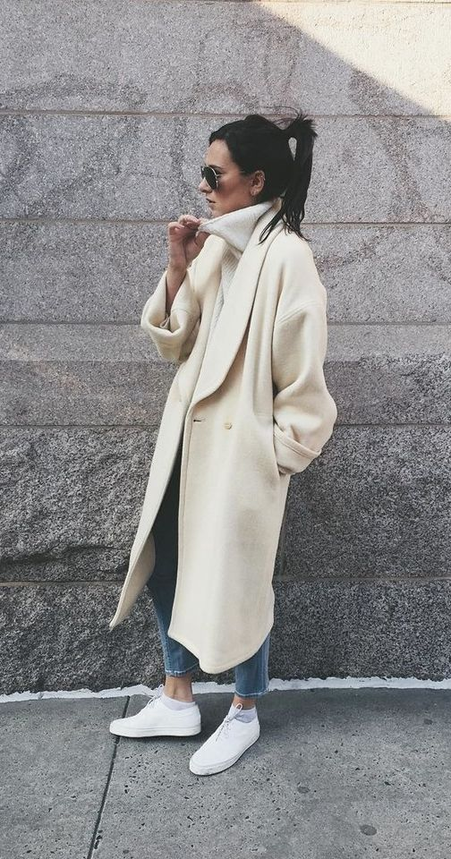 Duster Coat With a Beige Turtleneck and Sneakers